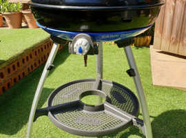 CADAC CARRI CHEF 2 PORTABLE GAS BBQ MODEL 8910 COMPLETE WITH SUBSTANTIAL CARRY BAG IN PRISTINE CONDITION AND PERFECT WORKING ORDER