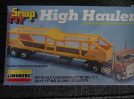 VINTAGE LINDBERG HO SCALE FORD CL-9000 SNAP FIT HIGH HAULER WITH CAR CARRIER MODEL KIT