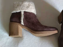 Ladies suede boot size 6.5