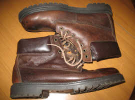 Pair top quality CHATHAM Walking/Hiking Boots - Size11