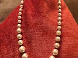 RETRO STYLE SHELL PEARL and BLACK SPINEL ROUNDS