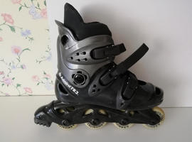 ROLLER BLADES/inline skates: bought for 50th b-day - so little used, unisex,to fit:40-41;try on/pick up Devizes, cash please