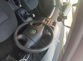 Skoda Octavia, 2005 (05) erná Hatchback, Manual Petrol, 145,000 miles