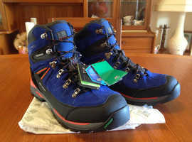 KARRIMOR HIKING WALKING BOOTS – PERFECT BRAND NEW WITH TAGS NEVER WORN THESE BOOTS ARE UNUSED