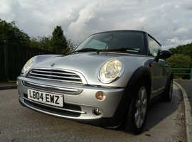 MINI COOPER 2004 - CHILI PACK WITH LEATHER SEATS, LEATHER SPORTS STEERING WHEEL, PANORAMIC SUNROOF (FABULOUS ALL ROUND SUNSHINE!) ALLOY WHEELS