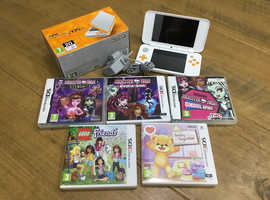Nintendo 2DS XL, like new in bow with games