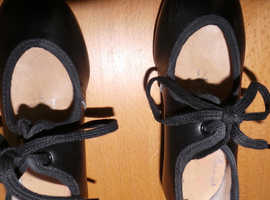 used little girls tap shoes size 7&half very looked after