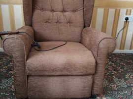 Willowbrook Riser Recliner Chair