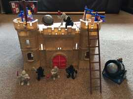 Castle with knights, flags, trebuchet, cannon and more