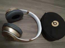 Wireless BEATS SOLO 3 Headphones Gold/w Carry case, Aux cable, and USB