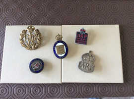 War badges Selection of 5 all in excellent condition