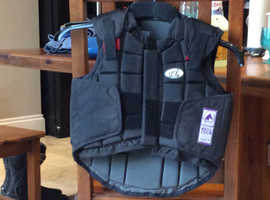 Usg German  child's body protector size small  hardly used chest 64-71cm