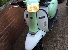Nearly new Retro 125 cc Scooter hardly used