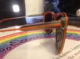 Boss sun glasses original in black an orange