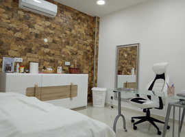 HEALTH & BEAUTY CLINIC - FOR SALE - 3 EQUIPPED CABINETS - Investing in Portugal