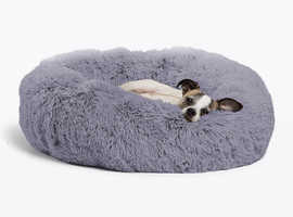 Dog Bed Luxury Faux Fur doughnut Dog/Cat. BRAND NEW IN WRAPPER Self warming, water resistant bottom. FREE POST
