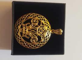 9 carat gold welsh feathers pendant