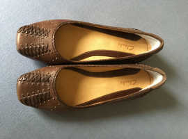 Ladies Brown Leather Shoes by Clarks Size 5 (EUR 38)
