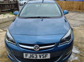 Vauxhall Astra, 2013 (63) Blue Hatchback, Manual Diesel, 85,568 miles