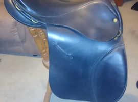 171/2 inch Black English Leather Medium Fit Saddle