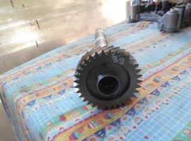 Gearbox shaft with gears for Ferrari 458