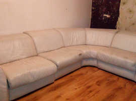 Free right angle leather corner suite