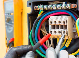 Electrician available - friemdly and reliable -