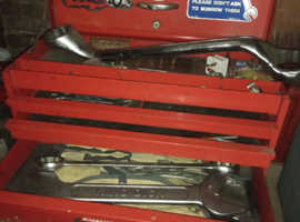 Snap-on tool box with various spanners, small toolbox, trolley and bottle jack's, axle stands and ramps