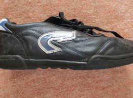 Child's Arrow Trainer Shoes Size 6/39