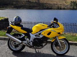 Suzuki sv650s K1 Motorbike