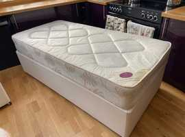 Royal Deluxe Single Mattress with base on wheels. (Make Easy Sleep). Mattress on its own retails @ £200.
