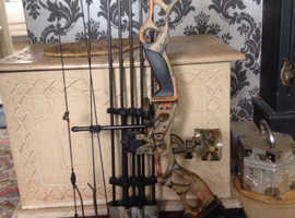 brand new compound bow 5o to 100 pound draw hunting or taarget with all the extras you need