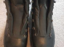Size 11 brand new lowa combat boots