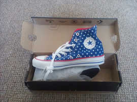 Converse stars and stripes trainers. Size 3 u.worn and in box.