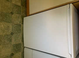 Under counter fridge (Essential)
