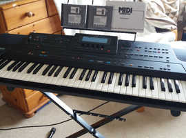 Roland E96 61 keys intelligent keyboard with stand, manual and disks