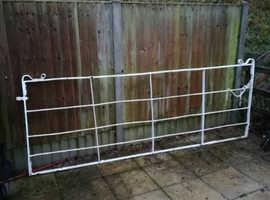 Antique metal gate