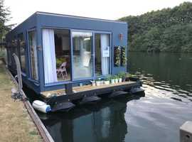 Unique Floating Home - Nanny Beat Box