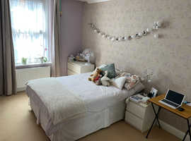 Lovely Modern Double Bedroom with Private Bathroom