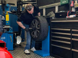 Mobile tyre fitting van