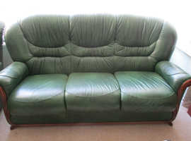 BEAUTIFUL GREEN REAL LEATHER SOFA AND TWO CHAIRS EXCELLENT CONDITION