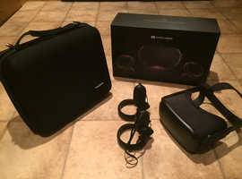 Oculus Quest VR  64GB Headset and Padded case