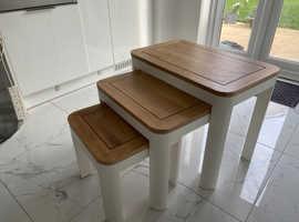 Oak furnitureland 'Hove' nest of tables - solid oak