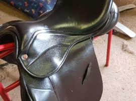 """17"""" brown saddle company saddle wh vgc"""