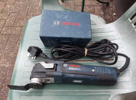 BOSCH Multitool GOP 300 SCE Professional 240v