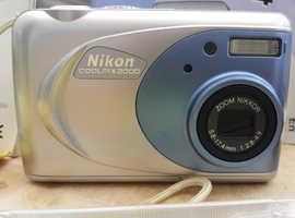NIKON COOLPIX 2000 DIGITAL CAMERA
