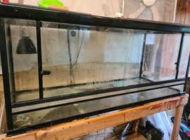 Glass vivarium