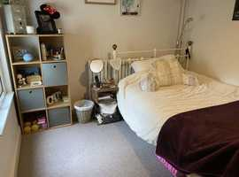 Double room with your own bathroom in lovely 2 bed flat