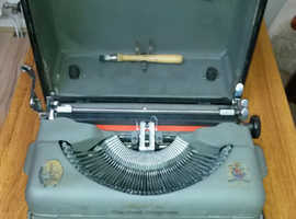 Vintage Portable Imperial Typewriter