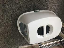 Hooded cat litter box